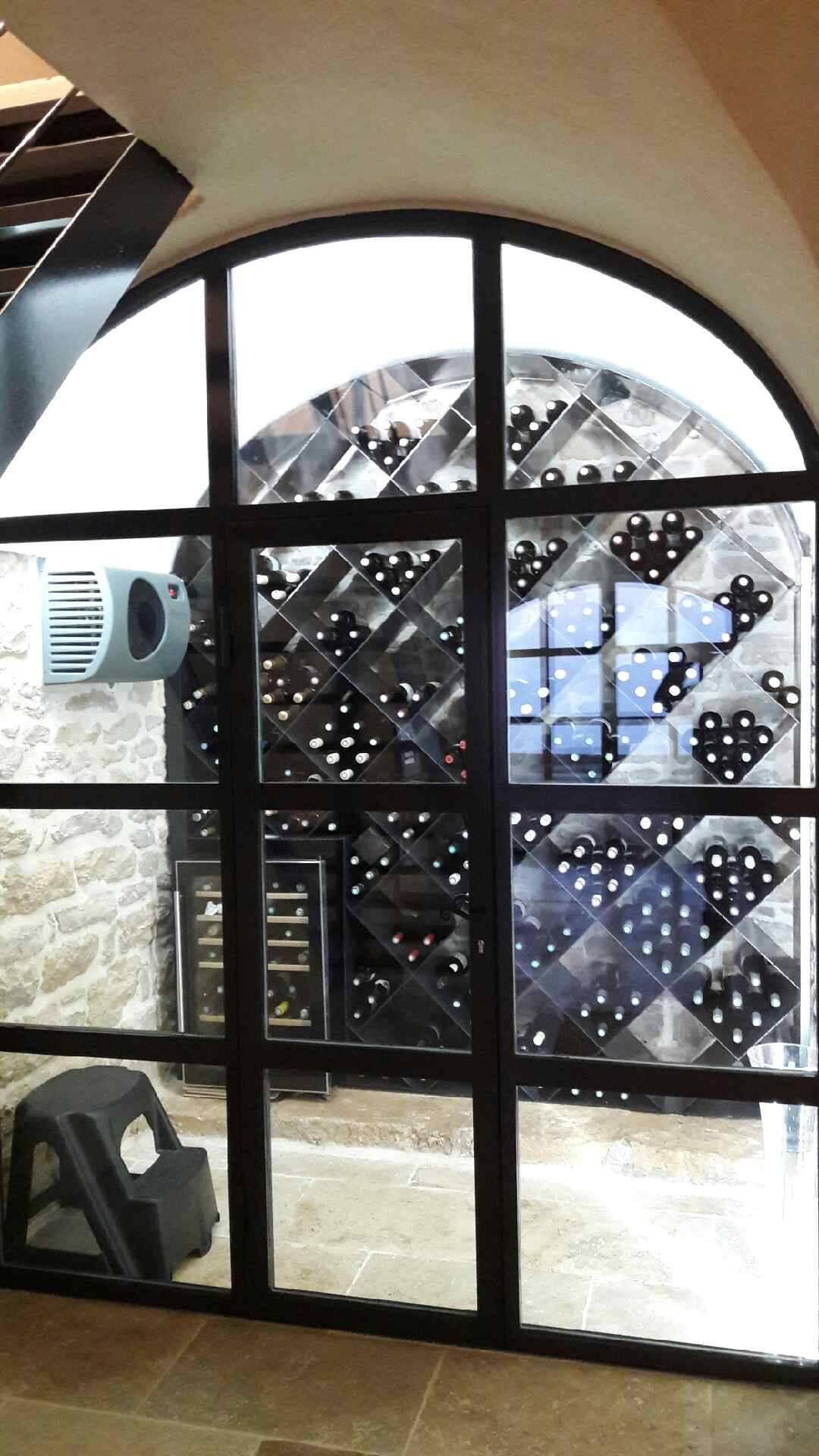 installation d 39 un climatiseur de cave a vin fondis chez un particulier dans le beaujolais. Black Bedroom Furniture Sets. Home Design Ideas